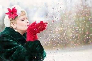Woman Coat Gloves Confetti 1280x853 300x200